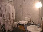Badezimmer mit großem Waschbecken