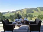 Frühstück auf Terrasse mit Aussicht