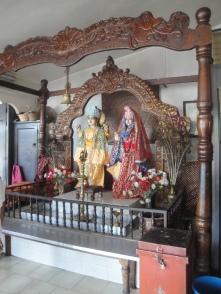 Götterstatuen im indischen Tempel