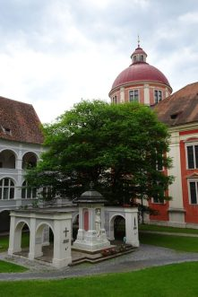 Schloss Pöllau Innenhof (2)